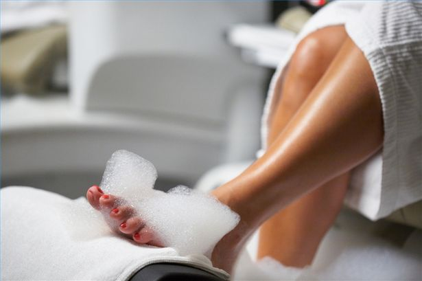 article-new-thumbnail_ehow_images_a00_02_fs_give-mate-pedicure-800x800