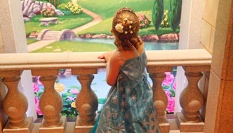 {Mummy & Me} Mini-AG's FROZEN Snow Queen Makeover at Disney's The Bibbidi Bobbidi Boutique, Harrods
